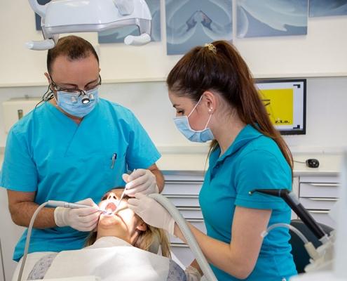 Behandlung beim Zahnarzt Oldenburg